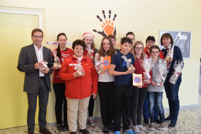 SchülerInnen schenken zu Weihnachten Freude